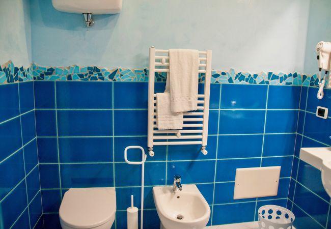 Affitto per camere a Ponza - B&B Il Gabbiano camera tripla 06