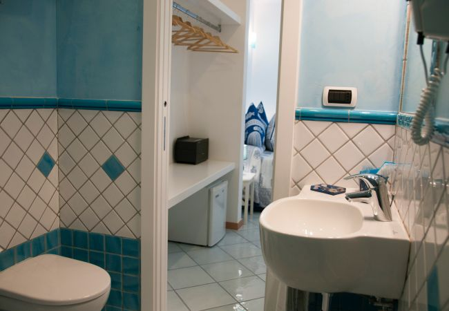 Chambres d'hôtes à Ponza - B&B Il Gabbiano camera matrimoniale 05